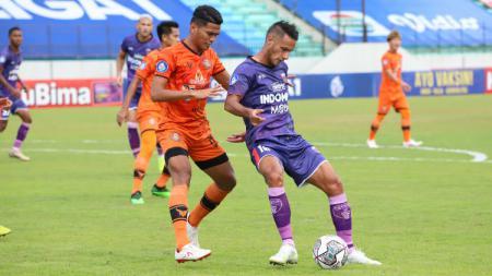 Persita Tangerang ditahan imbang oleh Persiraja pada pekan ketujuh Liga 1 2021-2022, Sabtu (16/10/21). - INDOSPORT