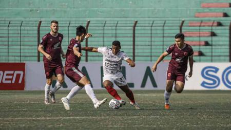 Pemain sepakbola asal Belanda, Wiljan Pluim, mengirim pesan emosional untuk para suporter PSM Makassar setelah membungkam juara bertahan Liga 1. - INDOSPORT