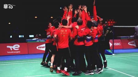 Tim bulutangkis Indonesia melakukan selebrasi sebagai juara Piala Thomas 2020 di Denmark. - INDOSPORT
