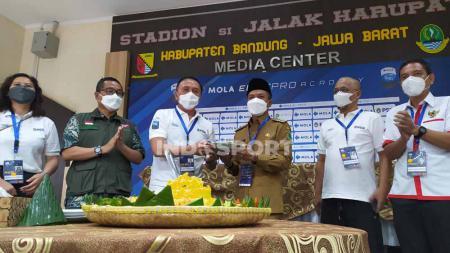 Ketua Umum PSSI, Mochamad Iriawan, resmi membuka kompetisi Elite Pro Academy (EPA) U-16 dan U-18 2021 di Stadion Jalak Harupat, Kabupaten Bandung, Senin (18/10/21). - INDOSPORT