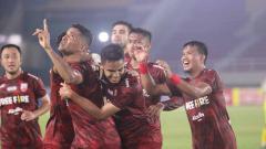 Indosport - Persis Solo berhasil meraih kemenangan tipis 2-1 atas Hizbul Wathan FC pada laga ke-4 Liga 2 2021 di Stadion Manahan, Senin (18/10/21).