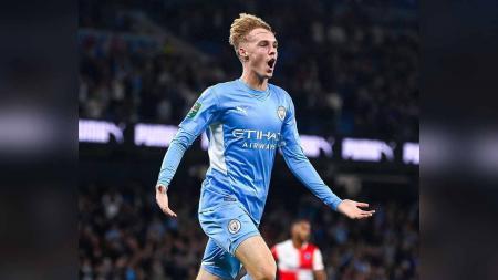 Cole Palmer memang bermain bagus melawan Club Brugge dengan sumbangan satu gol namun Manchester City tidak akan terburu-buru memasukkannya ke tim senior. - INDOSPORT