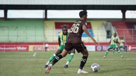 Sulut United vs PSBS Biak pada match keempat Grup D Liga 2 2021 di Stadion Tuah Pahoe, Palangkaraya - INDOSPORT