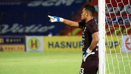 Penjaga gawang PSIS, Joko Ribowo yang tampil apik pada laga Liga 1 melawan Barito Putera. - INDOSPORT