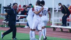 Indosport - Selebrasi pemainSriwijaya FC usai menjebol gawang KS Tiga Naga dalam pertandingan Liga 2, Kamis (21/10/21).