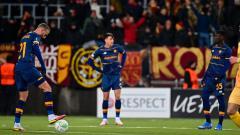 Indosport - Pemain AS Roma tertunduk lesu usai dibantai Bodo/Glimt 1-6 di Conference League