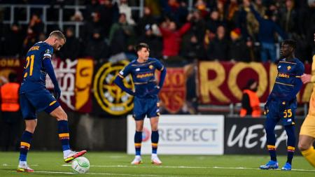 Pemain AS Roma tertunduk lesu usai dibantai Bodo/Glimt 1-6 di Conference League - INDOSPORT