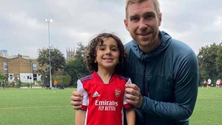 """Klub Liga Inggris, Arsenal, dikabarkan baru saja resmi merekrut pemain balita berusia 5 tahun yang dijuluki sebagai """"Little Messi"""". - INDOSPORT"""
