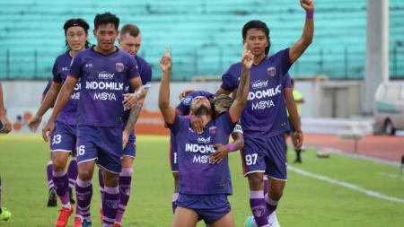 Persita Tangerang mengalahkan Tira Persikabo dengan skor 2-1 pada pekan kedelapan Liga 1 2021, Jumat (22/10/21) di Stadion Moch. Soebroto, Magelang. - INDOSPORT