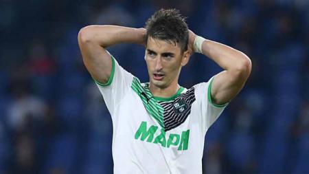 Raksasa Liga Italia, AC Milan, dikabarkan tengah bersaing dengan lima klub lain demi jasa Filip Djuricic, playmaker Serbia andalan Sassuolo. - INDOSPORT