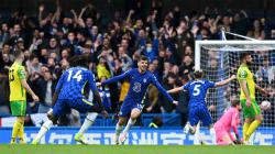 Selebrasi pemain Chelsea, Mason Mount usai mencetak gol pertama pertandingan Liga Premier antara Chelsea vs Norwich City, Sabtu (23/10/21).