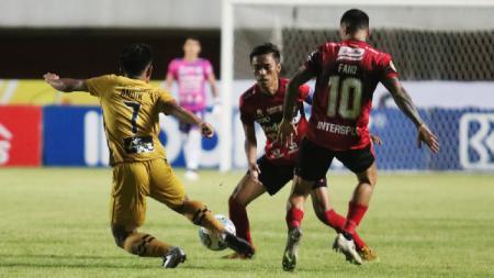 Bali United harus mengakui keunggulan Bhayangkara FC 1-2 pada pekan kedelapan Liga 1 2021-2022 di Stadion Maguwoharjo Sleman, Sabtu (23/10/21). - INDOSPORT