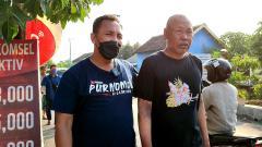 Indosport - Sosok pria yang diduga mantan atlet voli nasional asal Jawa Timur dijemput oleh kepolisian.
