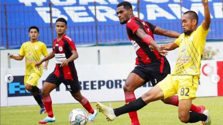 Persipura takluk dari Barito Putera dengan skor 0-1 pada pekan kesembila Liga 1 2021-2022, Senin (25/10/21). - INDOSPORT