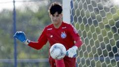Indosport - Klub tradisional Liga Italia, AS Roma, dikabarkan telah menemukan sosok Alisson Becker baru di dalam diri Gabriel Souza, kiper muda Brasil milik Bahia.