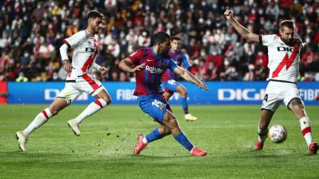 Aksi Sergio Aguero di laga Rayo Vallecano vs Barcelona (28/10/21). - INDOSPORT