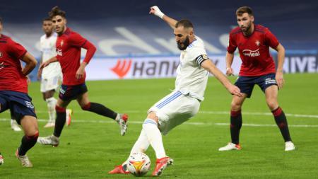 Real Madrid mengakhiri pekan ke-11 Liga Spanyol 2021/22 dengan berada di puncak klasemen, sementara Barcelona harus mengalami nasib yang berbeda. - INDOSPORT