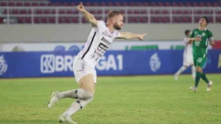Selebrasi penyerang Bali United, Melvin Platje - INDOSPORT