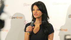 Indosport - Farah Quinn saat menghadiri sebuah acara.