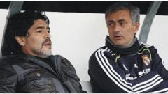 Indosport - Pelatih raksasa Liga Inggris, Tottenham Hotspur, Jose Mourinho merindukan Diego Maradona yang kerap menelponya ketika kalah dalam suatu pertandingan.