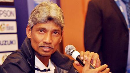 Eks pelatih timnas Malaysia, Rajagobal Krishnasamy, menyampaikan bela sungkawa atas meninggalnya Alfred Riedl. - INDOSPORT