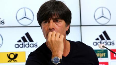 Era Timnas Jerman nampak usai setelah menelan kekalahan 0-6 dari Spanyol. Sudah waktunya untuk Joachim Loew berbenah dan membawa Der Panzer ke habitatnya. - INDOSPORT