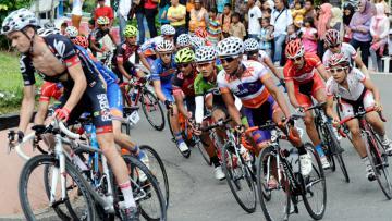 Para pebalap melahap etape delapan Tour de Singkarak 2014.