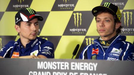 Valentino Rossi menyatakan bahwa kerja samanya dengan Jorge Lorenzo sebagai momen terbaik meski kerap berselisih di atas lintasan balap MotoGP. - INDOSPORT