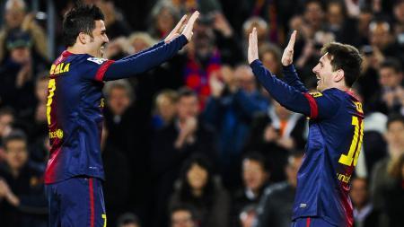 David Villa (kiri) saat membela Barcelona dan berselebrasi bersama Lionel Messi. - INDOSPORT
