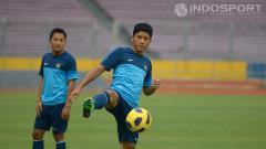 Indosport - Ahmad Bustomi pada saat latihan bersama timnas di lapangan SUGBK, Jakarta.