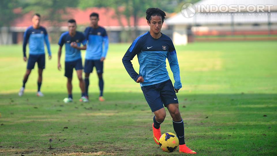 Irfan Bachdim pada saat latihan bersama timnas senior di lapangan Sekolah Pelita Harapan, Karawaci, Tangerang. Senin (07/07/14).  Copyright: Ratno Prasetyo/Indosport
