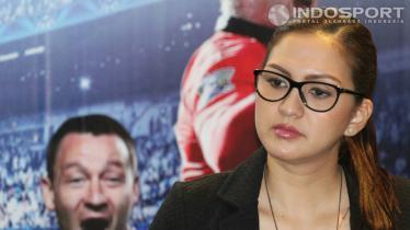 Donna Agnesia merupakan salah satu artis Indonesia yang gemar menyaksikan pertandingan sepakbola. - INDOSPORT