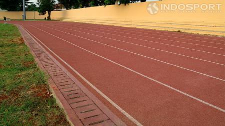Lintasan lari GOR Rawamangun, Jakarta Timur yang akan jadi venue Kejurnas Atletik 2014 pada 20-23 Agustus mendatang. - INDOSPORT