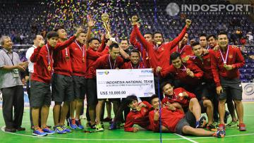 Tim nasional futsal Indonesia merayakan kemenangan setelah menumbangkan China dengan skor 4-3 di turnamen futsal MNC Futsal Championship di Istora Senayan, Rabu (03/09/14).