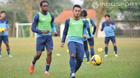 Ahmad Jufriyanto saat latihan bersama timnas U-23 di Sekolah Pelita Harapan, Karawaci, Senin (08/09/14). - INDOSPORT