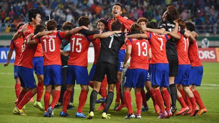 Timnas U-23 Korsel, Kamis (02/10/14), sukses meraih emas di cabang sepakbola usai mengandaskan seteru abadinya Korut dalam pertandingan yang berlangsung di Incheon Munhak Stadium. - INDOSPORT