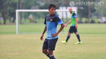 Bayu Gatra saat mengikuti sesi latihan bersama timnas senior di lapangan Sekolah Pelita Harapan (SPH) Karawaci, Banten. Rabu (05/11/14).