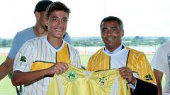 Indosport - Anak legenda sepak bola Brasil, Romario, bernama Romarinho tertarik untuk berkarir di sepak bola ASEAN.