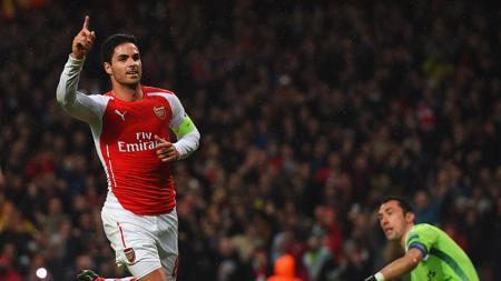 Cara Arsenal yang mendekati asisten pelatih Manchester City, Mikel Arteta, membuat The Citizens murka bukan kepalang. - INDOSPORT