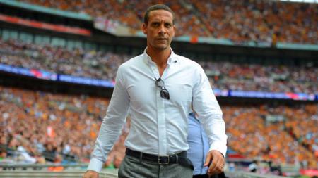Legenda Manchester United, Rio Ferdinand memberikan kritikan terhadap pergerakan Setan Merah di bursa transfer musim panas ini. - INDOSPORT