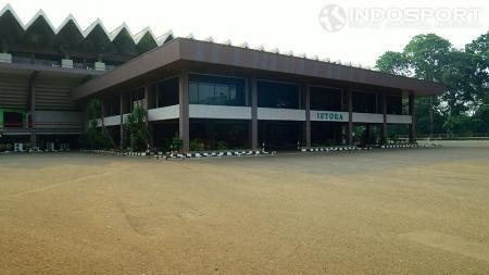 Rencana renovasi membuat Istora Senayan tak bisa menggelar Indonesia Open tahun depan. - INDOSPORT