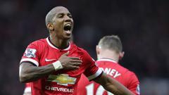 Indosport - Ashley Young yakin Manchester United mampu atasi Manchester City.
