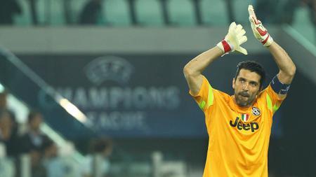 Gianluigi Buffon tak ikut tur pramusim Juventus di ajang International Champions Cup 2016. - INDOSPORT