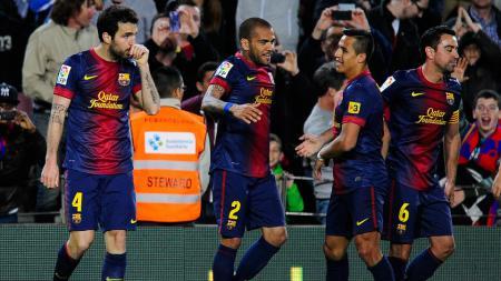 Cesc Fabregas (kiri) memprediksi bahwa Neymar akan kembali ke performa puncaknya meski gagal memenuhi hasratnya kembali ke Barcelona - INDOSPORT