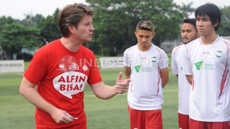 Mantan pelatih Timnas Indonesia Pieter Huistra. - INDOSPORT