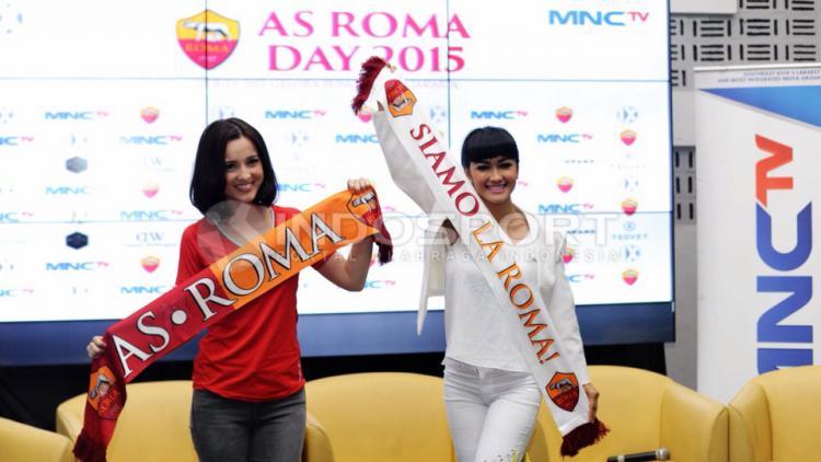 Julie Estelle dan Julia Perez Copyright: Indosport/ Ratno Prasetyo