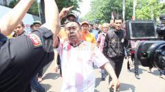 Indosport - Eks ketua The Jakmania, Larico Ranggamone, terlihat menyaksikan laga Timnas Indonesia vs Malaysia di Kualifikasi Piala Dunia 2022.