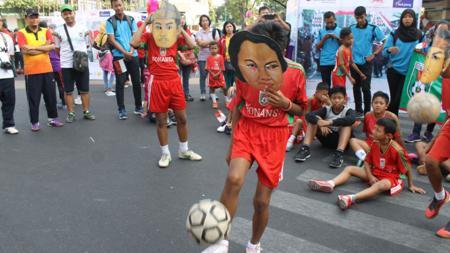 Ilustrasi orang juggling bola. - INDOSPORT