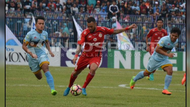 Striker Semen Padang, Marcel Sacramento dinilai masih kurang tajam. Copyright: Taufik Hidayat/INDOSPORT