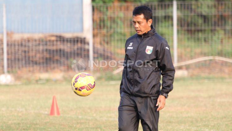 Jafri Sastra saat masih melatih Mitra Kukar. Copyright: © Herry Ibrahim/INDOSPORT